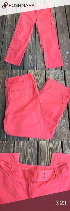 """LOFT Crimson Capris Pants NWOT NWOT crimson capris pants. Back pockets.  98% cotton, 2% spandex.  Size 8.  Waist 32 and inseam is 25"""".  Has a little stretch to them. LOFT Pants Capris"""