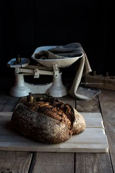 Bread with dried pears in wine and hazelnuts