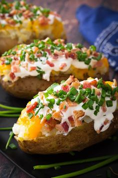 Make a yummy, fluffy Instant Pot Baked Potato, or 4, or even 8 in your electric pressure cooker! Making pressure cooker baked potatoes is so easy, and the resulting baked potato is much better than a microwaved potato! Give these pressure cooked baked potatoes a try! simplyhappyfoodie.com #instantpotbakedpotatoes #pressurecookerbakedpotato