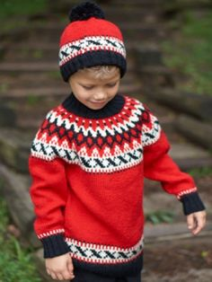 Tuto à traduire. Nordic-inspired colorwork makes this stylish set a stunning addition to kids' cold-weather wardrobes. Shown in Patons Classic Wool DK Superwash. Knitting For Kids, Free Knitting, Baby Knitting, Patons Yarn, Patons Classic Wool, Nordic Sweater, Sweater Knitting Patterns, Crochet Patterns, Vogue Knitting