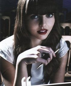 Vintage Hairstyles With Bangs Ophelia Lovibond, fringe bangs Retro Hairstyles, Hairstyles With Bangs, Girl Hairstyles, Perfect Hair Color, Cool Hair Color, Hooten And The Lady, Ophelia Lovibond, Fringe Bangs, Different Hair Types