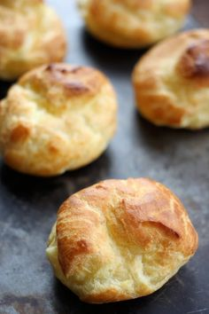 How to Make Cream Puffs- Baker Bettie Learn how to make cream puffs from scratch using the basic pate a choux pastry. Fill with chantilly cream or pastry cream. Just Desserts, Delicious Desserts, Dessert Recipes, Yummy Food, French Desserts, Mini Desserts, Cupcake Recipes, Yummy Yummy, Cookie Recipes
