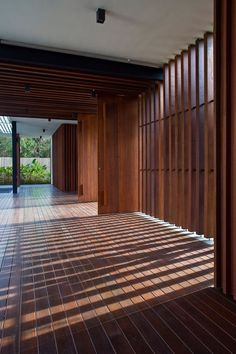 House with Enclosed Internal Garden - Six Ramsgate by Wallflower Architecture+Design - DigsDigs Architecture Design, Sustainable Architecture, Singapore Architecture, Sustainable Design, Singapore House, Luxury Modern Homes, Patio Interior, Interior Design, Timber Cladding