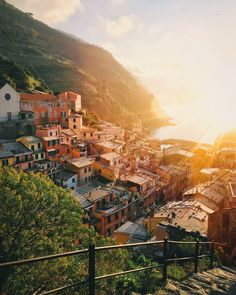 Vernazza, Italy by Monuments, Places To Travel, Places To Go, Cinque Terre Italy, Romantic Honeymoon, Paradis, Honeymoon Destinations, Photo Instagram, Adventure Is Out There