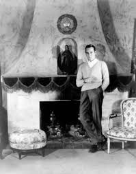 Palm Springs host and Los Angeles designer Billy Haines teammed with architect A. Old Hollywood Glamour, Hollywood Regency, In Hollywood, Native Rose, Film Icon, American Interior, Interior Design Business, Silent Film, Palm Springs
