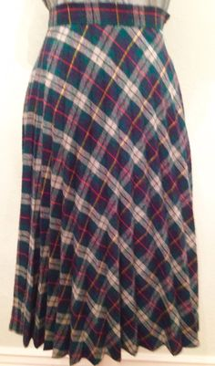 I just love the classic combination of pleats with plaid, don't you? #1980sskirt #vintage #skirts #skirt #plaid #plaidskirt