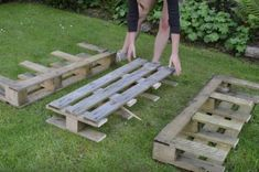 How to build a DIY strawberry planter out of a wood pallet - All About Gardens Cosy Garden, Wood Drill Bits, Strawberry Planters, Strawberry Garden, Backyard Office, Starting A Garden, Landscape Fabric, Old Pallets, Farm Yard