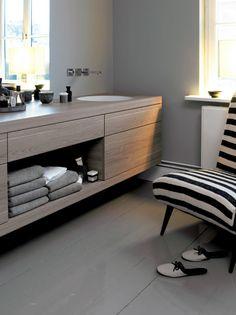 """Mobiliario modular + lavabo encastrado de acero esmaltado Serie """"A System init"""" de la firma ALAPE. Diseño Sieger Design"""