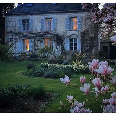 Magnolia gardens - French charm The Home of Sharon Santori, author of My Country Home, detailing living her life in Normandy Identified… My French Country Home, French Cottage, French Country Gardens, Beautiful Gardens, Beautiful Homes, Beautiful Places, Beautiful Beautiful, Magnolia Gardens, Ivy House