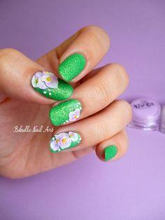 Bibulle  Nail art pelouse synthétique et ses fleurs de sucre