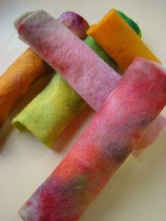 Fiona Duthie tutorial: Rainbow Dyed Felts with Koolaid