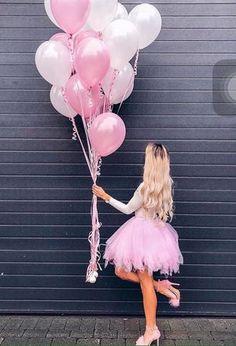 Birthday Goals, 35th Birthday, Happy Birthday Parties, Girl Birthday, Balloons Photography, Birthday Photography, Girl Photography Poses, Cute Birthday Pictures, Birthday Photos