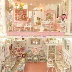 Miniature roombox pink♡ ♡ By pinkinparadise Miniature Rooms, Miniature Crafts, Miniature Houses, Miniature Furniture, Doll Furniture, Shabby Chic Furniture, Shabby Chic Decor, Pink Dollhouse, Victorian Dollhouse