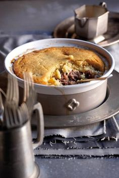 Low Unwanted Fat Cooking For Weightloss Springbokpastei Met Slapdeeg-Kors Sarie Junie 2010 South African Dishes, South African Recipes, Best Dessert Recipes, Fun Desserts, Dinner Recipes, Kos, Ma Baker, Nigerian Food, Venison Recipes