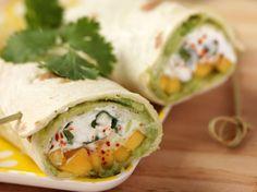 Avec les lectrices reporter de Femme Actuelle, découvrez les recettes de cuisine des internautes : Wraps avocat-chèvre-mangue