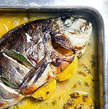 Ένας από τους πιο επιτυχημένους συνδυασμούς ψαριού και φρούτου. Δοκιμάστε το και με άλλα ψάρια, όπως είναι το λαβράκι και ο κέφαλος