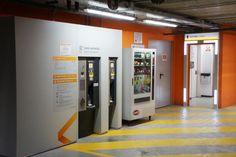 Personalización Cajero Automático y salidas de emergencia Empark Parking, Interior Exterior, French Door Refrigerator, French Doors, Kitchen Appliances, Home, Exit Slips, Parks, Interiors