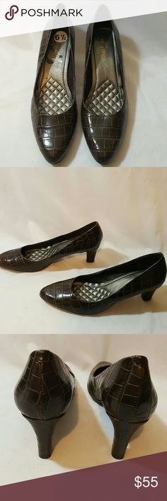 Easy Spirit Brown Heels Size 6.5 New without box  Little rips inside where there was a label Easy Spirit Shoes Heels