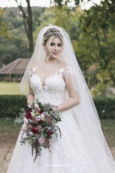 Casamento Niina e Gui. Niina Secrets; Vestido de noiva; Casamento; Bordados; Princesa; Brilho; Terras de Clara; Solaine Picolli; Leveza; Decoração; Campo; Rústico; Brilho; Bride; Wedding; Cerimônia; Buquê; Marsala; Rosa