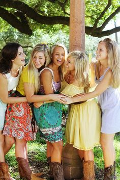 So Cute @Whitney Clark McCunn me you lorna haley amanda and kara need to take a picture like this at your wedding!! :) deal?