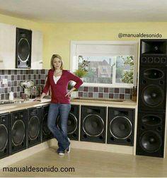 Ein Traum von einer Küche 😊 Sound seclusion and traditional arrangements within the audio taking Big Speakers, Horn Speakers, Sound Speaker, Audio Sound, Audiophile Speakers, Hifi Audio, Car Audio, Audio Memes, Funny Audio