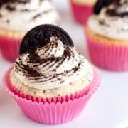 One of my favorite desserts ever since I was a little girl is Cookies and Cream Ice Cream, whether it be a vanilla or chocolate version. It's just perfect.