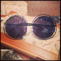Retro sunglasses: Big round 60's model black.