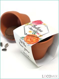 A Flower Pot as a wedding favour! Give your guests a unique wedding favour and let them fill with seeds to your choice. The pots will have a wrapper, which you can personalise to your own wishes! Do you have interest in the Flower Pots? Then choose a design on our website, LocoMix.eu!