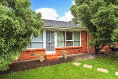 Hodges Real Estate 14/315 Nepean Hwy PARKDALE.  Peaceful and private sanctuary.  Sold on 10/11/2012 for $285,500.