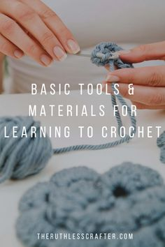 You want to learn to crochet but you don't know where to start. Let's take a look at the basic tools and materials that are essential. Quick Crochet, Learn To Crochet, Single Crochet, Crochet Pumpkin Hat, Crochet Character Hats, Basic Tools, Crochet Hook Sizes, Types Of Yarn, Machine Quilting