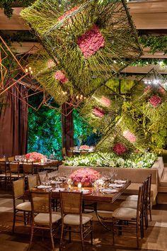 Deco Restaurant, Restaurant Interior Design, Cafe Interior, Decoration Evenementielle, Flower Decorations, Wedding Decorations, Flower Installation, Ceiling Installation, Wedding Ceiling