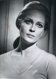 Faye Dunaway in The Arrangement directed by Elia Kazan, 1969 Elia Kazan, Faye Dunaway, Most Beautiful Women, Muse, Minimalist, Woman, Portrait, Tv, Pictures