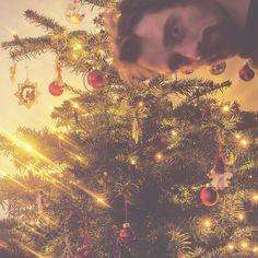 Weihnachtmotiv crashen. Kann ich.  Frohe Feiertage euch allen (die Chanukkia hat irgendwie nicht mehr ins Bild gepasst)! #weihnachten #weihnachtszeit #heiligabend #holidays #xmas #weihnachtsbaum #daddyblogger #mextures #igersberlin