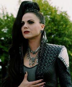 Once upon a time evil queen regina Regina Mills, Ouat, Sexy Dresses, Nice Dresses, Villain Costumes, Queen Outfit, Evil Queens, Swan Queen, Queen Costume