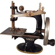 Charming vintage Miniature Singer Sewing machine for your doll from dodobirddolls on Ruby Lane Antique Sewing Machines, Coffee Design, Dollhouse Dolls, Sewing Toys, Sewing Accessories, Vintage Shops, Singer, Ruby Lane, Hermes Men