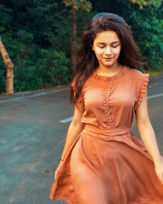 Avneet kaur cutest unseen latest images of her body show and navel pics with hot sexy big cleavage and bikini photos collection.You're dripping like a saturated sunrise.Salma Fashion And Beauty Salwar Designs, Kurta Designs Women, Kurti Designs Party Wear, Sleeves Designs For Dresses, Dress Neck Designs, Blouse Designs, Stylish Dresses, Simple Dresses, Lovely Dresses
