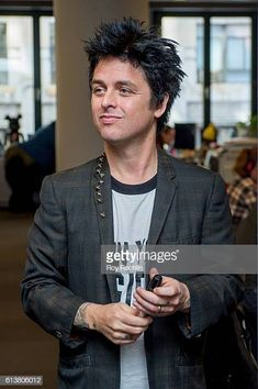 Green Day front man Billie Joe Armstrong and Director Lee Kirk discuss Ordinary World at AOL HQ on October 10 2016 in New York City Billie Joe Armstrong, Billy Green Day, Green Day Band, Hello Green, Theatre Problems, Acting Tips, Celebration Quotes, Attractive People, Les Miserables