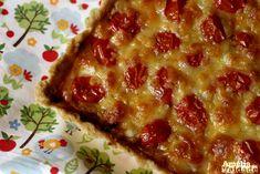 Torta de Mostarda, Queijo e Tomate é uma receita fácil e sofisticada. Perfeita para quem quer comer um prato delicioso e de rápido preparo.
