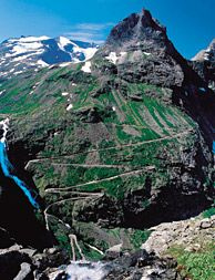 Geiranger and the Trollstigen Road winds down steep mountainsides - Photo: Per Eide-NORWAY Music Museum, Visit Norway, Adventure Activities, Where To Go, Vegas, Places To Go, Nature Photography, Flora, Landscapes