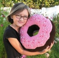 crochet pattern: giant donut cushion. My sister would love this!!!