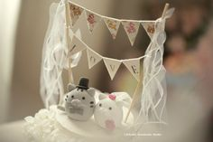 kitty and Cat wedding cake topper by MochiEgg on Etsy #ideas #cakedecoration #cakebanner #flag #kitten #cute #animals #handmadecaketopper #custom #claydoll #sculpted #ceremony #gift #gato #chat #ネコ