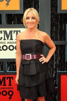 Lee Ann Womack in 2009 CMT Music Awards - Arrivals 1 of 8 - Zimbio Lee Ann Womack, Cmt Music Awards, Academy Of Country Music, Strapless Dress Formal, Formal Dresses, Country Artists, Role Models, Beautiful Women, Strong