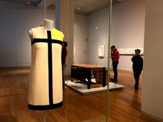 Trend Tips   Fashion and Travel   Museus em Amsterdam: Van Gogh e Rijksmuseum!    Vestido Mondrian de Yves Saint Laurent no Rijksmuseum!  http://trendtips.com.br  #Museu #Museum #Rijksmuseum #YSL #YvesSaintLaurent #Mondrian