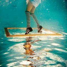 幼女を水中に放り込んで不思議の国のアリスをイメージした写真集「Alice in WaterLand」 - GIGAZINE http://gigazine.net/news/20090617_alice_in_waterland/