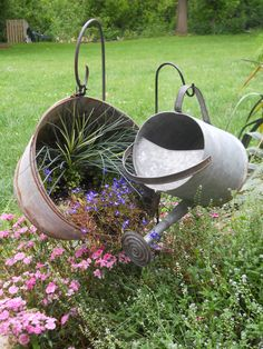 30 easy and inexpensive do it yourself outdoors pots there is a two oldies but goodies that i saved from my mom from long ago now i know why although they both have holes in them they look so pretty this way solutioingenieria Gallery