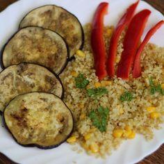 Lilek baklažán je vynikající a mnohostranně využitelná zelenina. Proto si jej dnes uděláme nejrychlejším způsobem, který znám. :) Avocado Egg, Eggplant, Zucchini, Eggs, Vegetables, Breakfast, Food, Bulgur, Summer Squash