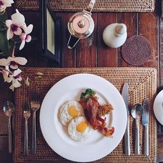 """Today's eggs: sunny side up . Hoping tomorrow's weather is too ☀️ #brigstravels #brigsdoesthailand @rayavadee_krabi"" Photo taken by @brigadeirochoc on Instagram, pinned via the InstaPin iOS App! http://www.instapinapp.com (07/09/2015)"