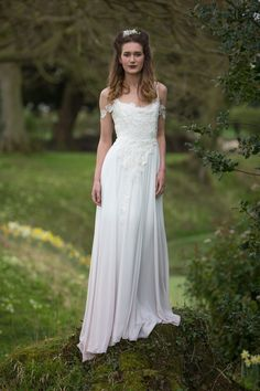 POISON IVY lace chiffon boho wedding dress by Lucy Can't Dance. This floaty dress is dip dyed in a beautiful subtle blush. This dress has beautiful lace drop sleeves. Floaty Wedding Dress, Quirky Wedding Dress, Dip Dye Wedding Dress, Floaty Dress, White Wedding Dresses, Designer Wedding Dresses, Wedding Stuff, Cheap Wedding Dresses Online, Bridal Collection