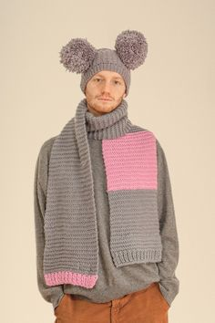 Weich gesponnenes Schurwolldochtgarn macht diesen Schal zu mehr als ein Accessoire. Colourblock-Muster in zwei Farben. Mulesingfrei.
