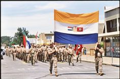 Storm troopers of the Afrikaners Weerstandsbeweging (Afrikaner Resistance Movement) carrying the South African flag during a right-wing rally in Klerksdorp in 9 Oct 1993 South African Flag, South African Air Force, South Afrika, Army Day, Brothers In Arms, Military Training, New Africa, My Land, African History
